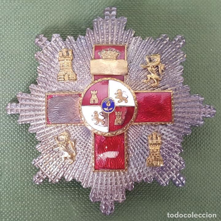 PLACA AL MÉRITO MILITAR. DISTINTIVO ROJO. PLATA Y ESMALTE. CIRCA 1940. (Militar - Medallas Españolas Originales )