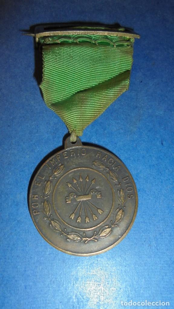 ANTIGUA MEDALLA POR EL IMPERIO HACIA DIOS - PLUS ULTRA MARCHA PATRULLAS PASADOR A MEDALLA 8 CM. (Militar - Medallas Españolas Originales )