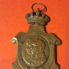 Militaria: MEDALLA HOMENAJE DE AYUNTAMIENTOS A LOS REYES. 1925.. Lote 118653127