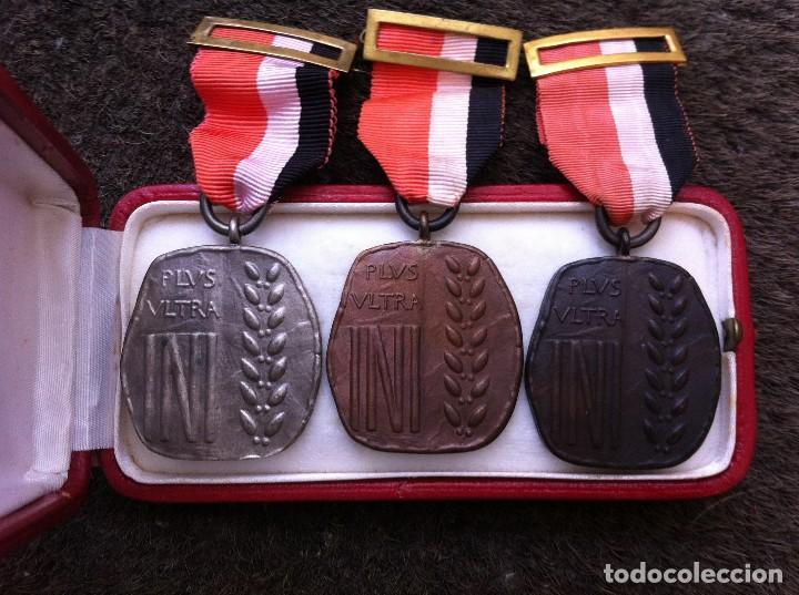 Militaria: 3 MEDALLAS CON ESTUCHE DEL INSTITUTO NACIONAL DE INDUSTRIA. PLUS ULTRA. - Foto 2 - 119119003