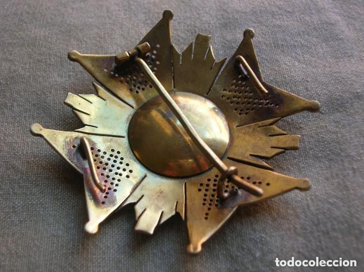 Militaria: ANTIGUA Y MUY BELLA CRUZ DE SAN HERMENEGILDO. MODELO CALADO. PRECIOSO RELIEVE. - Foto 8 - 120986215