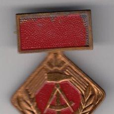 Militaria: ALEMANIA MEDALLA TRABAJADORES SOCIALISTAS ACTIVISTAS DE LA REPUBLICA DEMOCRATICA ALEMANA. Lote 121181535