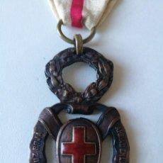 Militaria: MEDALLA AMADEO I. CRUZ ROJA CARIDAD EN LA GUERRA. BRONCE. Lote 126191159