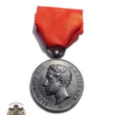 Militaria: MEDALLA MAYORÍA DE EDAD ALFONSO XIII CATEGORIA EN PLATA. Lote 126194135