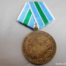 Militaria: MEDALLA SOVIÉTICA POR LA DEFENSA DEL ÁRTICO SOVIÉTICO. Lote 126631723