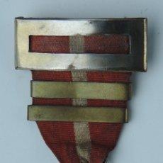Militaria: CRUZ EN PLATA AL MERITO MILITAR, DISTINTIVO ROJO. GUERRA CIVIL, CON DOS PASADORES EN LA CINTA. TODO. Lote 126334051