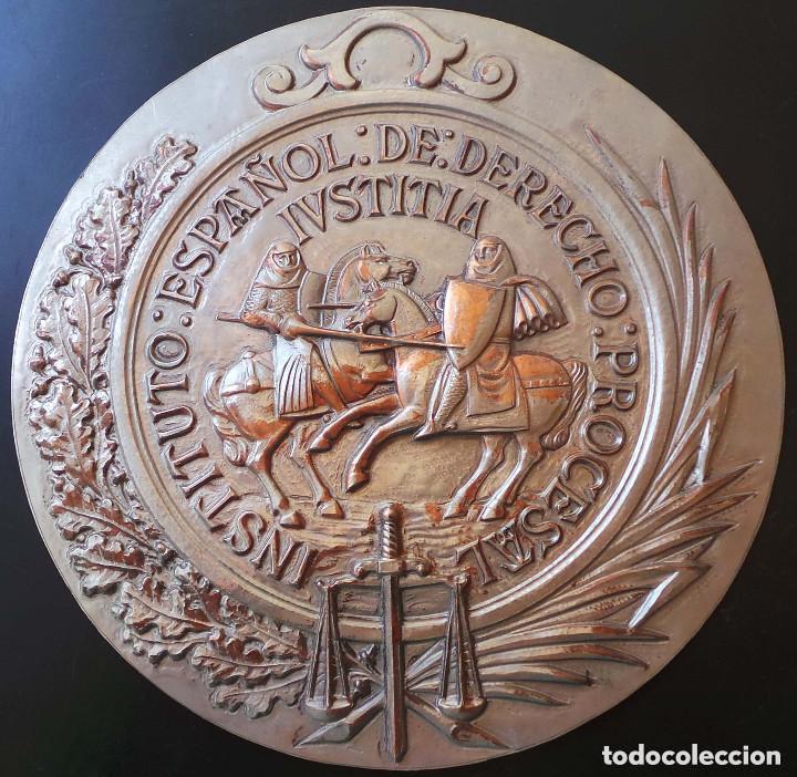 Militaria: PLANTILLA ORIGINAL PARA HACER EL TROQUEL DEL MEDALLON INSTITUTO ESPAÑOL DE DERECHO .- 21 CM DE ALTO - Foto 2 - 127626063