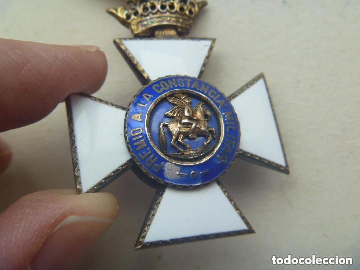 Militaria: MEDALLA CRUZ DE SAN HERMENEGILDO EPOCA DE ALFONSO XIII MODIFICADA DE FRANCO CON CORONA IMPERIAL - Foto 2 - 127808883
