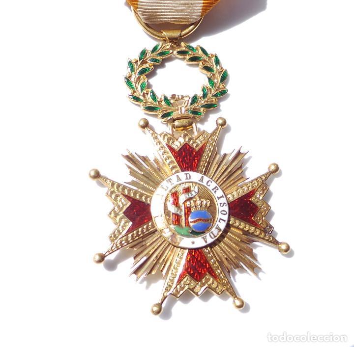 Militaria: MEDALLA REAL ORDEN DE ISABEL LA CATÓLICA EN ORO DE 18 KILATES.- ISABEL II. - Foto 2 - 127871703