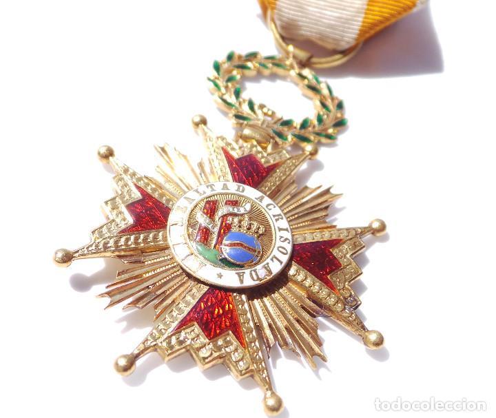 Militaria: MEDALLA REAL ORDEN DE ISABEL LA CATÓLICA EN ORO DE 18 KILATES.- ISABEL II. - Foto 3 - 127871703