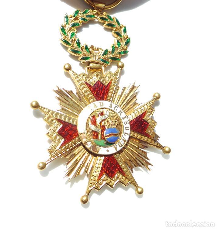 Militaria: MEDALLA REAL ORDEN DE ISABEL LA CATÓLICA EN ORO DE 18 KILATES.- ISABEL II. - Foto 6 - 127871703