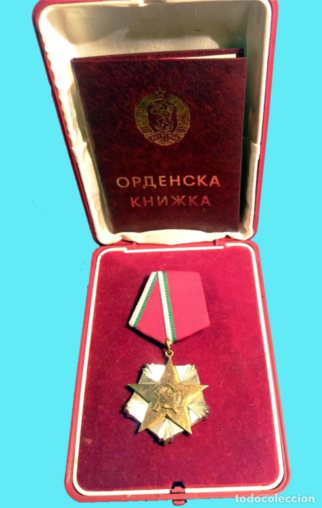 Militaria: BULGARIA.- MEDALLA DE MERITO AL TRABAJO,EN PLATA Y PLATA DORADA. NUEVA,ESTUCHE Y DOCUMENTACION. LIJO - Foto 3 - 128696071