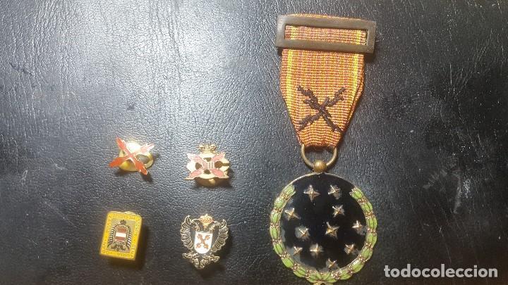 MEDALLA MILITAR GUARDIA DE FRANCO CARLISTA E INSIGNIAS CARLISTAS REQUETE (Militar - Medallas Españolas Originales )
