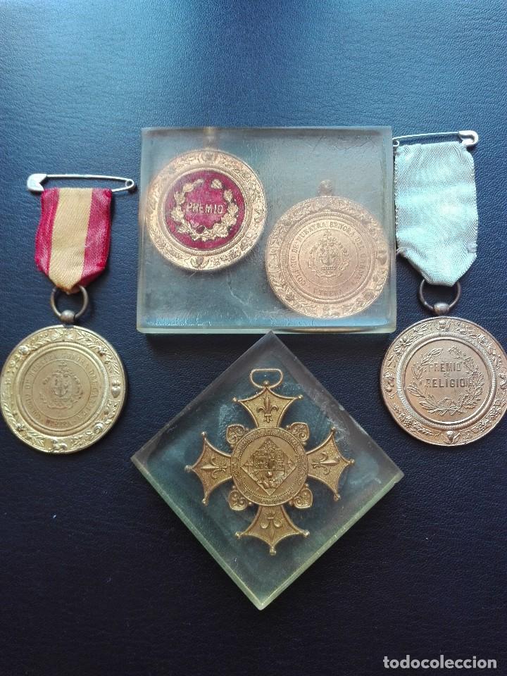 LOTE DE CINCO MEDALLAS. UTRERA. (Militar - Medallas Españolas Originales )