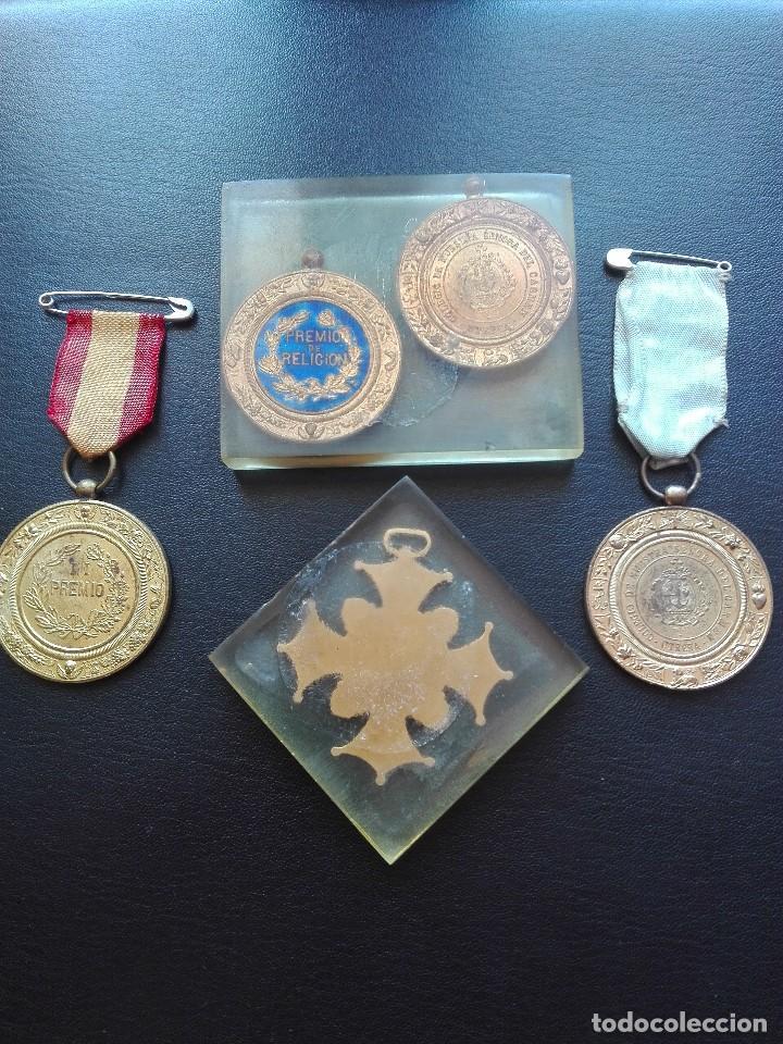 Militaria: Lote de cinco medallas. Utrera. - Foto 2 - 128864267