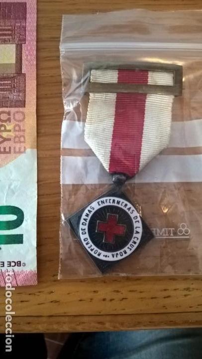 ROPERO DE DAMAS ENFERMERAS. MEDALLA. CRUZ ROJA (Militar - Medallas Españolas Originales )