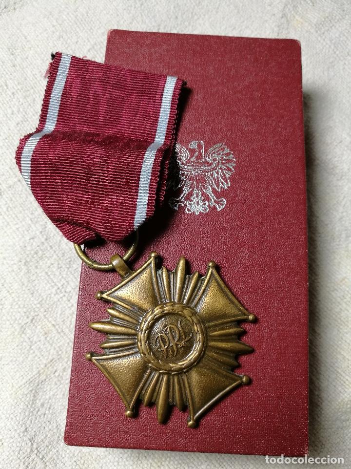 POLONIA: MEDALLA DE LA CRUZ DEL MÉRITO DE LA REPÚBLICA POLACA (3ª CLASE - CATEGORÍA DE BRONCE) (Militar - Medallas Extranjeras Originales)