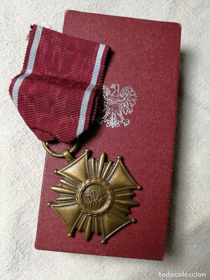 Militaria: Polonia: Medalla de la Cruz del Mérito de la República polaca (3ª clase - categoría de bronce) - Foto 5 - 129521275