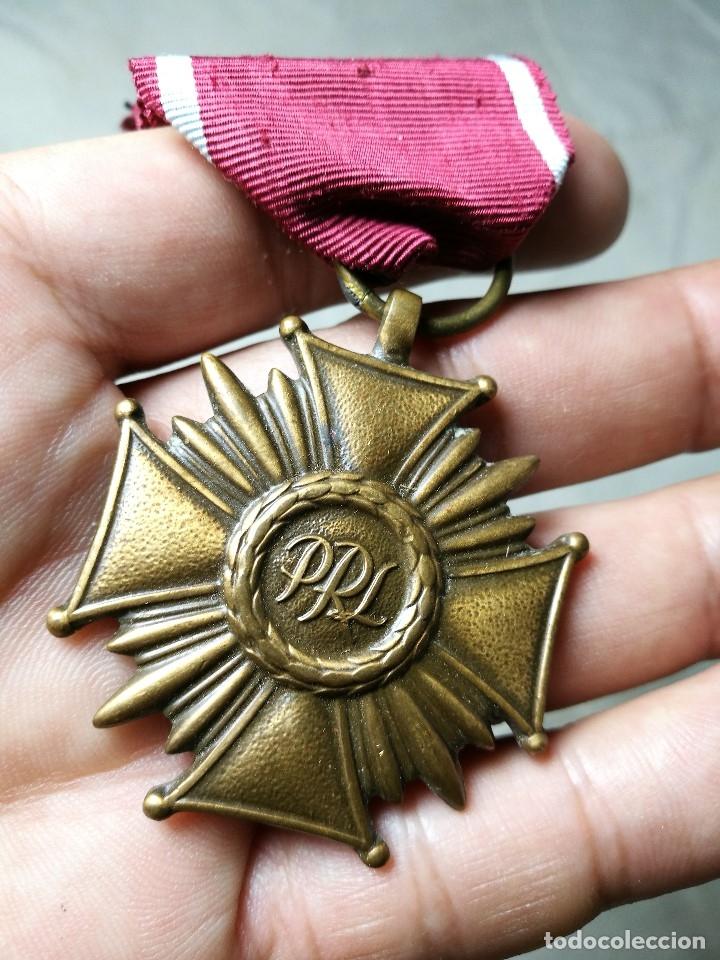 Militaria: Polonia: Medalla de la Cruz del Mérito de la República polaca (3ª clase - categoría de bronce) - Foto 9 - 129521275