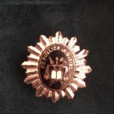 Militaria: INSIGNIA REPUBLICA JUDICIAL ANTIGUA. Lote 131181204