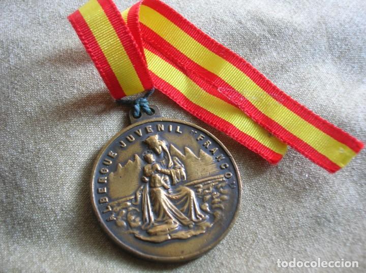 Militaria: RARA MEDALLA DEL ALBERGUE JUVENIL FRANCO. POR EL IMPERIO HACIA DIOS. PRECISO RELIEVE. - Foto 3 - 131191740