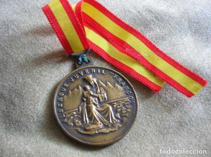 Militaria: RARA MEDALLA DEL ALBERGUE JUVENIL FRANCO. POR EL IMPERIO HACIA DIOS. PRECISO RELIEVE. - Foto 5 - 131191740
