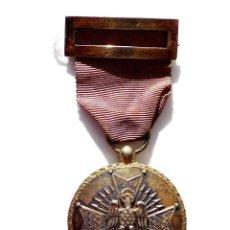 Militaria: MEDALLA ORDEN DE CISNEROS EN PLATA DORADA. Lote 132453510