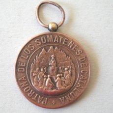 Militaria: MEDALLA VIRGEN MONTSERRAT PATRONA DE LOS SOMATENES DE CATALUÑA ALFONSO XIII 10 ABRIL 1904. MED. 3 CM. Lote 133749210