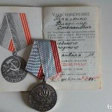 Militaria: MEDALLA SOVIÉTICA + DOCUMENTO -VETERANO DEL TRABAJO. URSS RUSIA. Lote 133819142