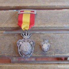 Militaria: MEDALLA INSTITUTO NACIONAL DE PREVISION LEY DE XXVII DE FEBRERO DE MCMVIII Y MINIATURA DE SOLAPA . Lote 135819950