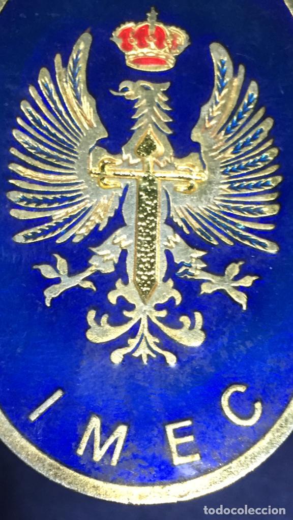 INSIGNIA DE PECHO IMEC MILICIAS UNIVERSITARIAS ESMALTES CRUZ SANTIAGO NO ROJA CORONA 5,5X4CMS (Militar - Medallas Españolas Originales )