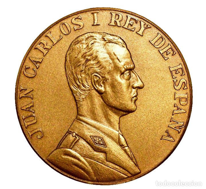MEDALLA DÍA DE LAS FUERZAS ARMADAS 1983 BURGOS ESTUCHE ORIGINAL EXCELENTE ESTADO (Militar - Medallas Españolas Originales )