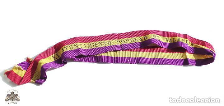 CINTA CONDECORACIÓN EL AYUNTAMIENTO POPUAL DE VALENCIA A LA APLICACIÓN. 1ª CLASE 1873 (Militar - Cintas de Medallas y Pasadores)