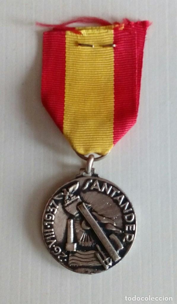 Militaria: Medalla al CTV por su participacion gloriosa en la toma de Santander. - Foto 2 - 138993538