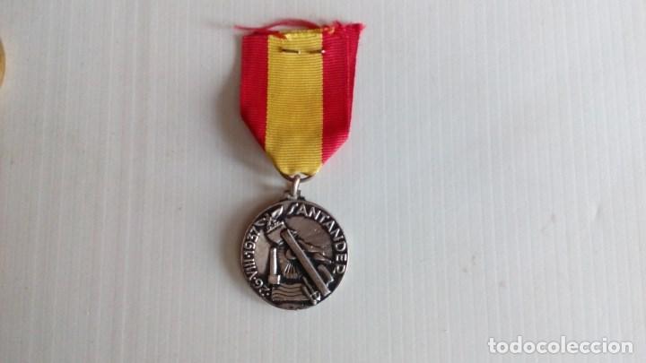 Militaria: Medalla al CTV por su participacion gloriosa en la toma de Santander. - Foto 3 - 138993538