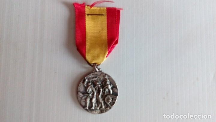 Militaria: Medalla al CTV por su participacion gloriosa en la toma de Santander. - Foto 4 - 138993538