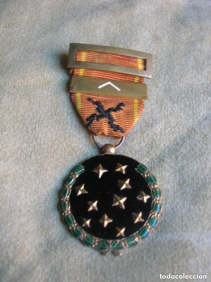 MEDALLA FRANQUISTA DE LA VIEJA GUARDIA. REQUETES. PRIMERA LINEA. AÑO 1933. JERARCA. FALANGE (Militar - Medallas Españolas Originales )