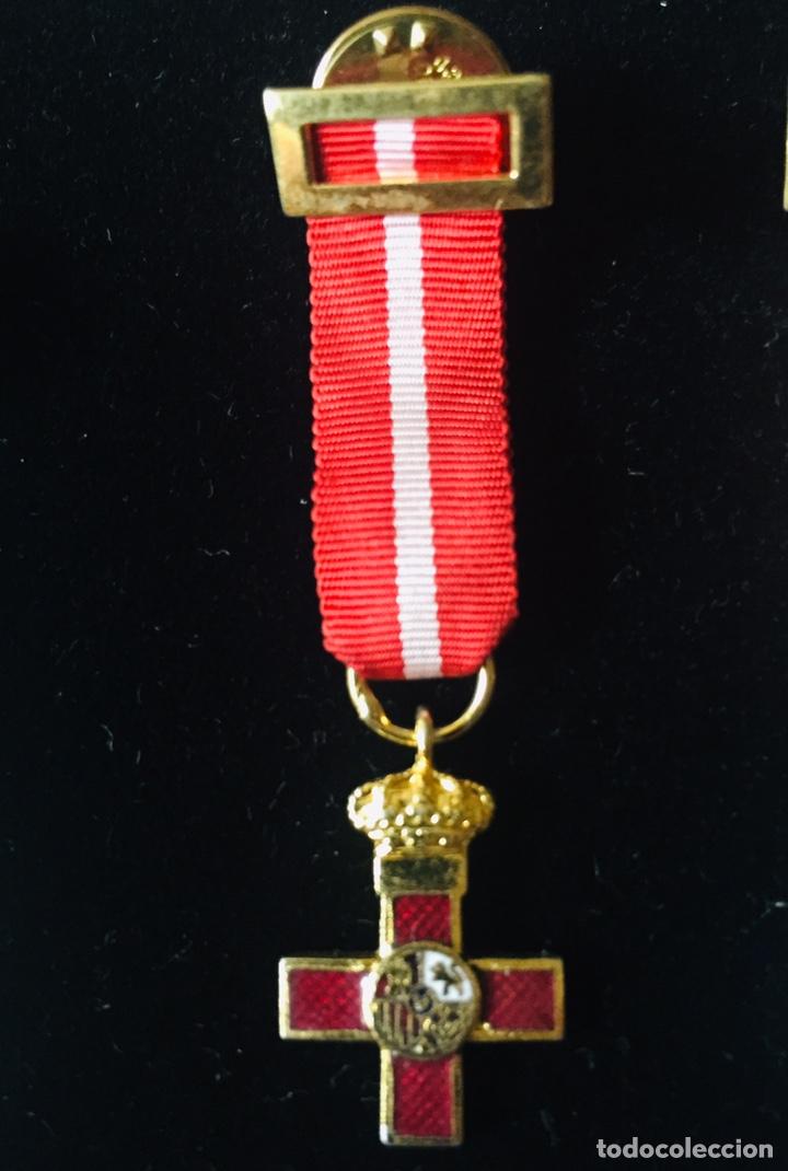 MEDALLA MINIATURA CRUZ AL MÉRITO MILITAR DISTINTIVO ROJO. (Militar - Medallas Españolas Originales )