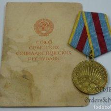 Militaria: URSS - MEDALLA DE LA LIBERACIÓN DE VARSOVIA CON DOCUMENTO. Lote 139558246