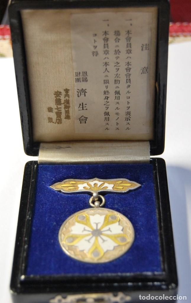 MEDALLA JAPONESA DE PLATA MACIZA Y ESMALTES.FUNDACION SAISEIKAI DORADA.SEGUNDA GUERRA MUNDIAL. (Militar - Medallas Extranjeras Originales)