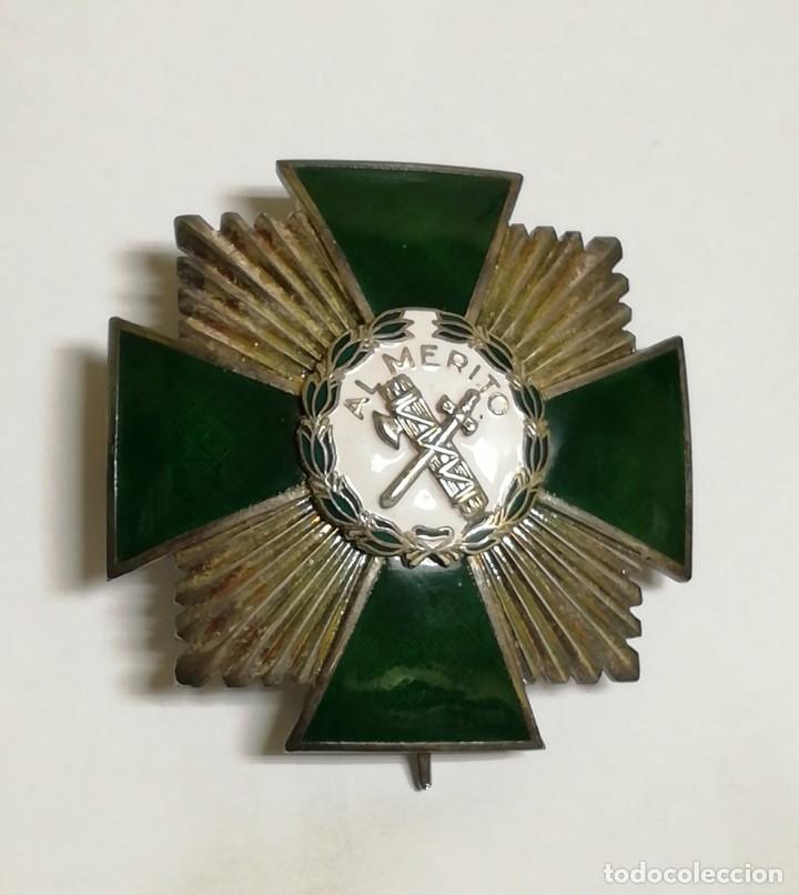 PLACA DE LA ORDEN DEL MÉRITO DE LA GUARDIA CIVIL. DISTINTIVO BLANCO. REVERSO CON LAS INICIALES GC. Y (Militar - Medallas Españolas Originales )