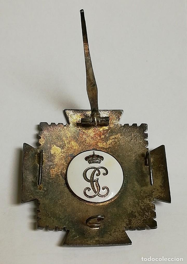 Militaria: Placa de la Orden del Mérito de la Guardia Civil. Distintivo blanco. REVERSO CON LAS INICIALES GC. Y - Foto 2 - 140989686
