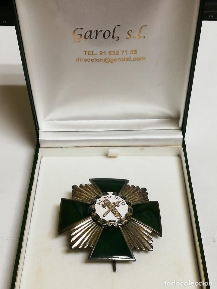 Militaria: Placa de la Orden del Mérito de la Guardia Civil. Distintivo blanco. REVERSO CON LAS INICIALES GC. Y - Foto 4 - 140989686