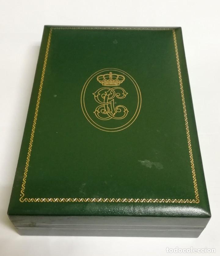 Militaria: Placa de la Orden del Mérito de la Guardia Civil. Distintivo blanco. REVERSO CON LAS INICIALES GC. Y - Foto 5 - 140989686