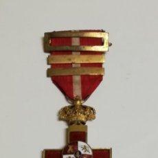Militaria: CRUZ AL MÉRITO MILITAR DISTINTIVO ROJO. CON DOS PASADORES DE PERMANENCIA, CORONA CALADA Y MOVIL, BUE. Lote 142471517