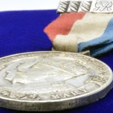Militaria: PLATA - C1935 - ANTIGUA MEDALLA DE PLATA KING GEORGE V AND QUEEN MARY - DAILY MAIL SILVER JUBILEE. Lote 141840294