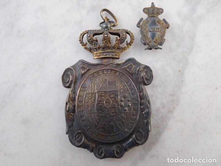 MEDALLÓN DE PLATA DE INSTITUCIONES PÚBLICAS ÉPOCA ALFONSO XII 1874 - 1885 (Militar - Medallas Españolas Originales )