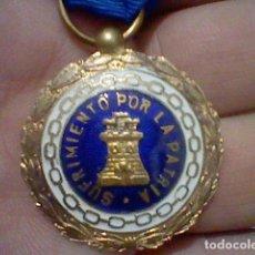 Militaria: GUERRA CIVIL MEDALLA SUFRIMIENTO POR LA PATRIA DIVISA AZUL PRISIONERO ZONA REPUBLICANA . Lote 143855558