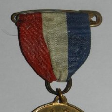 Militaria: MEDAL TO COMMEMORATE THE SILVER JUBILEE OF KING GEORGE V & QUEEN MARY, MADE IN ENGLAND, MIDE 3,3 CMS. Lote 144322690
