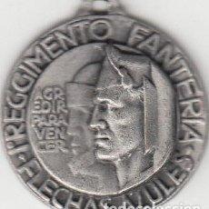 Militaria: MEDALLA: I REGGIMENTO FANTERIA FLECHAS AZULES ( ITALIANOS ) - GUERRA CIVIL. Lote 148409634